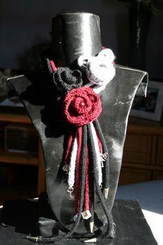 scaldacollo rose all'uncinetto con tubolari e gadcet