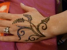 Simple leaves henna design - Wanderlust by heartfire, via Flickr