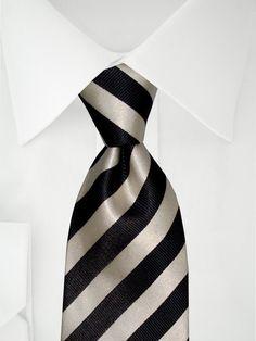 Cravate noire avec rayures gris argenté