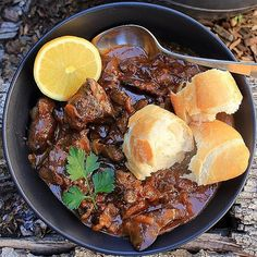 BBQ chicken livers bathed in Lanes BBQ Lil Spicy and cream. Add onion, butter, lemon and bread rolls. Lemon Chicken, Creamy Chicken, Bbq Chicken, How To Cook Chicken, Yummy Recipes, Keto Recipes, Chicken Liver Recipes, How To Cook Liver, Chicken Livers