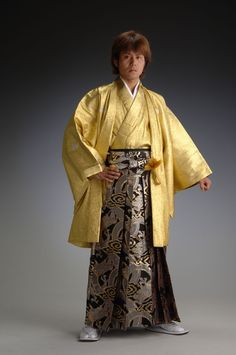 haori-hakama: Gold and silver robe of an angel - gold - [haori & kimono] Traditioneller Kimono, Male Kimono, Kimono Outfit, Kimono Duster, Traditional Kimono, Traditional Outfits, Traditional Japanese, Japanese Geisha, Japanese Kimono