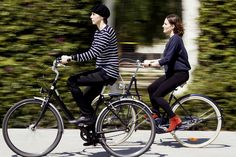 Classic stripes and beret! (Barcelona Cycle Chic, via Flickr) Cycle Chic, Cycle Photo, Dutch Bike, Bike Style, Beret, Cycling, Barcelona, Stripes, Street Style