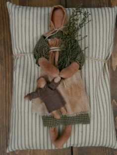 The Olde Country Cupboard: Winners and Freebie Primitive Doll Patterns, Doll Patterns Free, Primitive Crafts, Primitive Christmas, Primitive Snowmen, Country Christmas, Christmas Christmas, Primitive Country, Doll Crafts