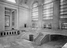 A view of the west balcony in Grand Central Station in New York / photo taken between 1913-1930 / (Reuters/Courtesy of Library of Congress)