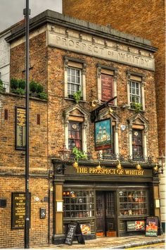 Prospect of Whitby, histórico pub en Wapping, Londres. London Pubs, Old London, British Pub, British History, Living In London, Old Pub, Pub Crawl, England And Scotland, Belle Photo