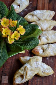 RETETELE COPILARIEI - CAIETUL CU RETETE Romanian Desserts, Puff Pastry Recipes, Street Food, Good Food, Food And Drink, Sweets, Bread, Cooking, Healthy