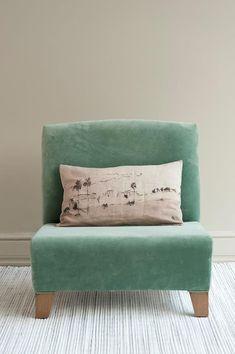 good luck casa Libertad 1226 Living Pequeños, Living Room Redo, Upholstered Chairs, Sofa Chair, Armchair, Cozy Furniture, Furniture Design, Diy Sofa, Love Home