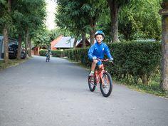 Aprender a ir en bici en #VernedaCampingMountainResort #bikelovers #kidswithbike #campingwithkids #valdaran #mountainresort