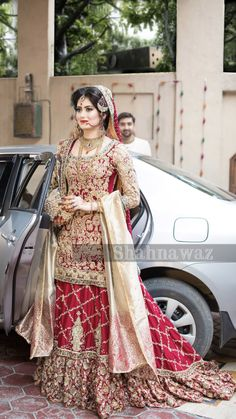 New Indian Bridal White Pakistani Dresses Ideas Pakistani Bridal Lehenga, Pakistani Wedding Outfits, Pakistani Dress Design, Bridal Outfits, Pakistani Dresses, Indian Dresses, Wedding Lenghas, Bridal Dupatta, Pakistani Bridal Makeup
