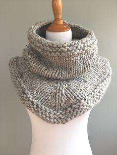 Ravelry: Knit Stockinette Bandana Cowl pattern by Ashley Lillis Cowl Scarf, Knit Cowl, Knit Crochet, Crochet Granny, Hand Crochet, Knitting Patterns Free, Free Knitting, Free Pattern, Scarf Patterns
