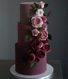 The 11 Hottest Wedding Cake Trends Right Now - Modern Wedding Cakes - Modern Weddin . The 11 Hottest Wedding Cake Trends Right Now - Modern Wedding Cakes - Modern Wedding Cakes This image has get 9 Black Wedding Cakes, Beautiful Wedding Cakes, Beautiful Cakes, Red Wedding, Cake Wedding, Wedding Scene, Amazing Cakes, Boho Wedding, Wedding Shoes