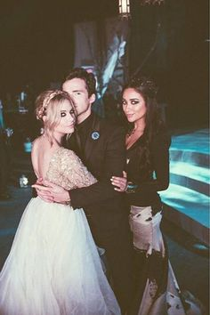 Pretty Little Liars Shay Mitchell Ashley Benson Ian Harding Ashley Benson, Pretty Little Liars Actrices, Clary Y Jace, Prety Little Liars, Films Netflix, Spencer Hastings, Shay Mitchell, Gossip Girl, Actors & Actresses
