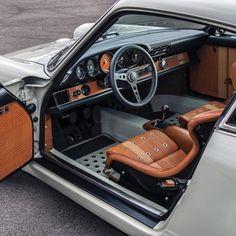 Interior details of a Singer Vehicle Design Porsche Porsche 911 Singer, Porsche Cars, Porsche 356, Car Interior Upholstery, Porche 911, Singer Vehicle Design, Automobile, Custom Car Interior, Vintage Porsche