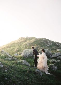 A California Wedding - Best California Wedding Locations From the Mountains to the Sea - Love It All Elope Wedding, Wedding Tips, Dream Wedding, Wedding Dresses, Wedding Table, Wedding Details, Fall Wedding, Wedding Planning, Bridal Tips