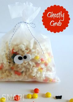 Looking for a quick last minute Halloween snack? This #Halloween popcorn treat recipe is yum! #recipe