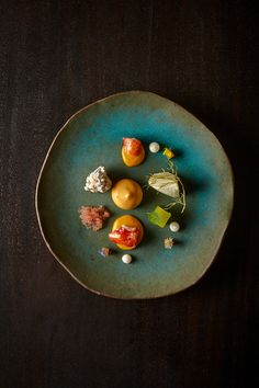 Food Trend 2014 - Lobster, curry, earl grey & grapefruit, served at Alinea in Chicago Food Design, Michelin Star Food, Dark Food Photography, Molecular Gastronomy, Restaurant Recipes, Culinary Arts, Creative Food, Food Presentation, Food Plating