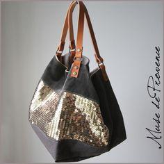 sac cabas créateur aux paillettes et cuir Soirée 2 Pochette Diy, Couture Main, Fabric Tote Bags, Diy Bags Purses, Diy Handbag, Couture Sewing, Beautiful Bags, Large Bags, My Bags