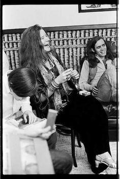 Music Hall Cincinnati Ohio, 1968. Janis with Peter Albin to her left.
