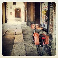 Bici e Rotonda Foschini.