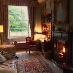 Wohnzimmer ♡ Wohnklamotte Cozy fireplace and autumnal living room. Get inspiration for your home now English Country Decor, English Cottage Style, French Country, English Cottages, Big Country, French Cottage, English Style, Country Living, English Interior