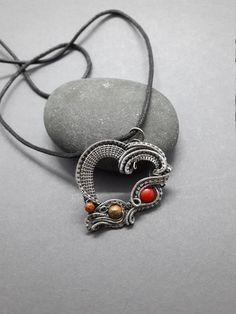 Here is what I just added in my shop #etsy : Electric Heart silver wire pendant, cornelian bead and unakite. (Design de Nicole Hanna) https://etsy.me/2MDB8e1 #bijoux #collier #argent #pierre #non #filles #amouretamitie #coeur #pendentif