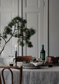 6 Stylish holiday deco ideas using bistro chairs (Daily Dream Decor) Swedish Christmas, Christmas Mood, Noel Christmas, Scandinavian Christmas, Xmas, Christmas Ideas, Christmas Interiors, Deco Floral, Christmas Decorations