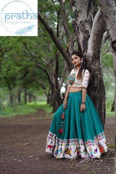 Gujarati Chaniya Choli, Navratri Dress, Long Skirt Top Designs, Fancy Blouse Designs, Garba Dress, Lehnga Dress, Choli Blouse Design, Choli Designs, Dandiya Dress