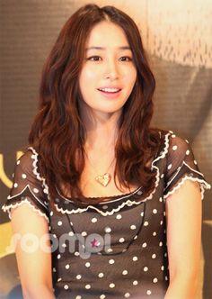Lee Min Jung on Check it out! Jung So Min, Wavy Curls, Wavy Hair, Korean Actresses, Korean Actors, Korean Beauty, Asian Beauty, Korean People, Korean Star