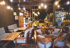 Những bộ bàn ghế cafe vừa cao cấp vừa chất lượng LH: 0965202979 Conference Room, Table, House, Sofa, Furniture, Home Decor, Settee, Decoration Home, Home