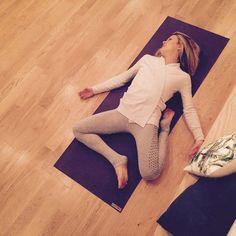 △ Yoga Detox: 5 postures to eliminate toxins! - OLY Be Detox-transit yoga Yin Yoga, Yoga Meditation, Yoga Flow, Yoga Girls, Yoga Inspiration, Fitness Inspiration, Detox Yoga, Fitness Del Yoga, Beginners Cardio