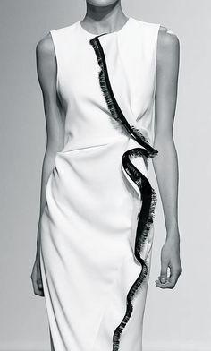 White dress with contrasting fringe trim; fashion details // Sportmax Spring 2015
