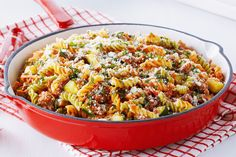 This pasta dish features delicious quick beef Bolognese sauce with lots of veggies. Bolognese Pasta Bake, Bolognese Sauce, Veggie Pasta Recipes, Beef Recipes, Basil Pasta Sauce, Spaghetti Sauce, Sauce Bolognaise