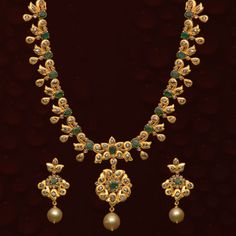 Exclusive Collection of Latest Indian Jewellery designs, Latest Gold Jewellery designs, Gold and Diamond Necklace Designs. Jewelry Model, Jewelry Sets, Jewelry Necklaces, Gold Jewelry Simple, Coral Jewelry, Gold Jewellery Design, Diamond Jewellery, Uncut Diamond, India Jewelry