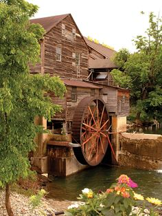 Old Mill Pottery House & Cafe - Pigeon Forge, Tennessee