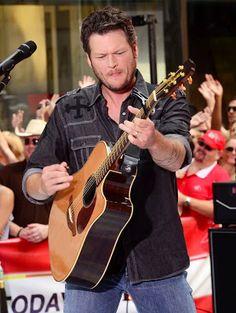 BLAKE SHELTON | Monday Country Music