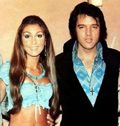 Linda Thompson was Elvis' first notable relationship after his separation from Priscilla. Linda Thompson was 22 yrs old when she began dating Elvis in July, Lisa Marie Presley, Priscilla Presley, Elvis Presley Family, Elvis Presley Photos, Graceland Elvis, Linda Thompson, Bruce Jenner, Elvis And Me, Stylish Couple