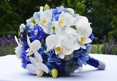 Traum in #blau und #weiß - Dieser #Brautstrauß hat es auch schon zu #4Hochzeiten und eine #Traumreise geschafft #bridalbouquet #bride #weddinginspiration