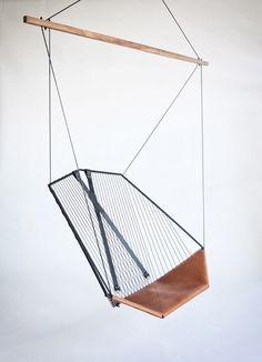 Chaise suspendue par les ateliers Guyon (Montreal)