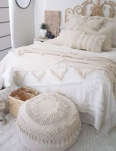 How To Decorate Your Room According To Your Neo-Bohemian Personality. With a gypsy and hippie vibe, the bohemian style will turn your room into a colorful fantasy. Cute Shabby chic and boho chic decor ideas to decorate your room if you like the bohemian Chic Bedroom, Boho Bedroom Decor, Modern Bedroom Design, Bedroom Inspirations, Bohemian Room, Bedroom Design, Shabby Chic Decor, Home Decor Styles, Modern Bedroom