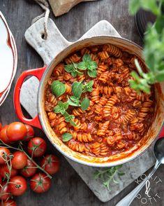 One pot -pasta eli yhden padan kasvispasta Vegan Recipes Easy, Real Food Recipes, Vegetarian Recipes, Cooking Recipes, Couscous Recipes, Food Porn, One Pot Pasta, Cook At Home, Amigurumi