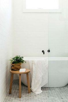 White-Bathroom-Design-Inspirations-20-1 Kindesign