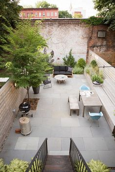 Garden Designer Visit: A Low Maintenance Brooklyn Backyard by New Eco Landscapes: Gardenista Small Garden Design, Yard Design, Backyard Patio, Backyard Landscaping, Small Gardens, Outdoor Gardens, Brooklyn Backyard, Low Maintenance Backyard, Townhouse Garden