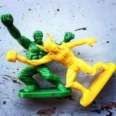 Já tá sabendo que Thor e Hulk estão prontos para se quebrarem no terceiro filme solo do deus do trovão, certo? A propósito, esse é um dos 5 motivos por que achamos que esse será o melhor filme de super-heróis do ano. Quer saber os demais? Dá um pulinho lá no blog - link na bio.  #gibi #gibis #comics #quadrinhos #hq #thor #thorragnarok #chrishemsworth #hulk #markruffalo #cateblanchett #taikawaititi #marvel #marvelcomics #marvelstudios #movie #superheroes #superherois #cinema