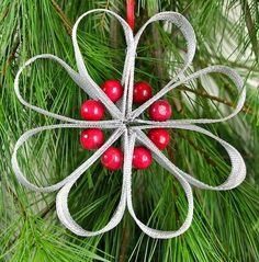 Using the same aluminum screening that I used for the Ribbon Tree  and the Rosette  DIY ornaments, I crafted a Daisy design.    It combines ...