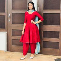 Best Trendy Outfits Part 8 Party Wear Indian Dresses, Pakistani Formal Dresses, Designer Party Wear Dresses, Dress Indian Style, Pakistani Dress Design, Indian Outfits, Indian Gowns, Bridal Dresses, Latest Punjabi Suits Design