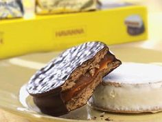 Havanna alfajores, Argentina's most beloved cookie are back! No need to travel to South America, these delightful chocolate coated dreams are here again, as part of the Central Market Chocolate Collection. Pecan Cake, Savoury Cake, Mini Cakes, Clean Eating Snacks, Gourmet Recipes, Food Print, The Best, Bakery, Bonbon