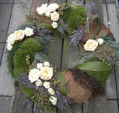 modern fehér rózsa koszorú (50cm)