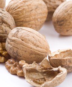 Las nueces son ricas en ácidos grasos omega 6 y selenio,...