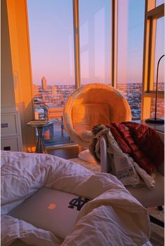 Room Ideas Bedroom, Bedroom Inspo, Bedroom Decor, Night Bedroom, Bedroom Plants, Apartment View, Dream Apartment, Cute Apartment, City Aesthetic