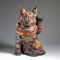 Kutani style Maneki neko (Japanese beckoning cat)